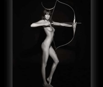 Daria-Werbowy-as-Artemis-Pirelli-calendar-2011-32-338x283 Stars of Pirelli Calendar 2011 Celebrities hot or not Girls hot or not